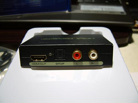 出力側の端子。左からHDMI OUT、LED、SPDIF端子、RCA L/R端子となっております。