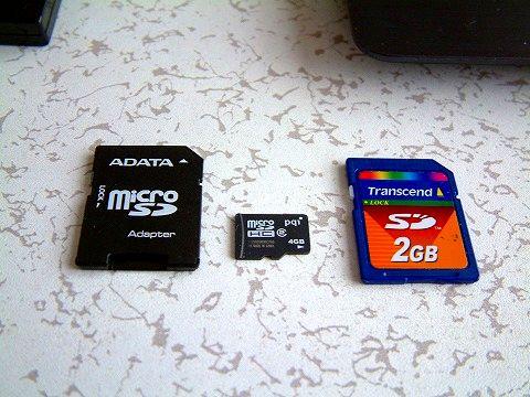 マイクロSDカードは、変換アダプターを使って接続!