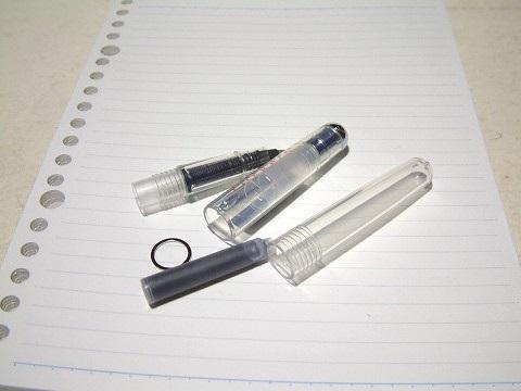 ローラーボールペンを分解すると、こんな感じw