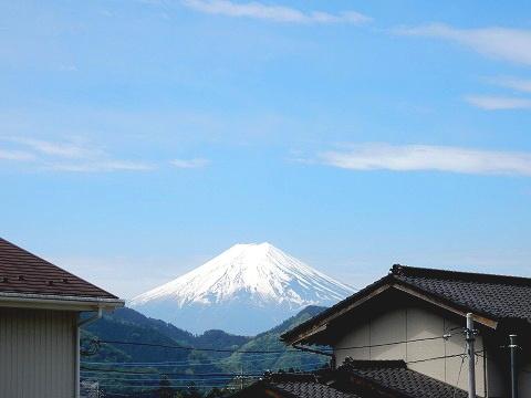 山梨側からの富士山。妻実家の庭から撮影w