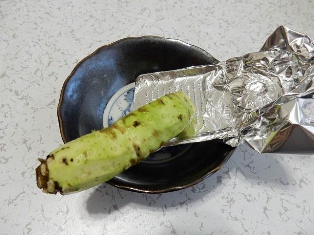 炊飯中にわさびをおろします。