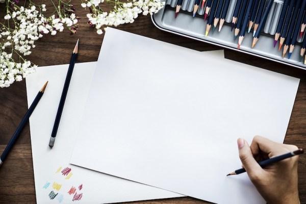 紙と色鉛筆