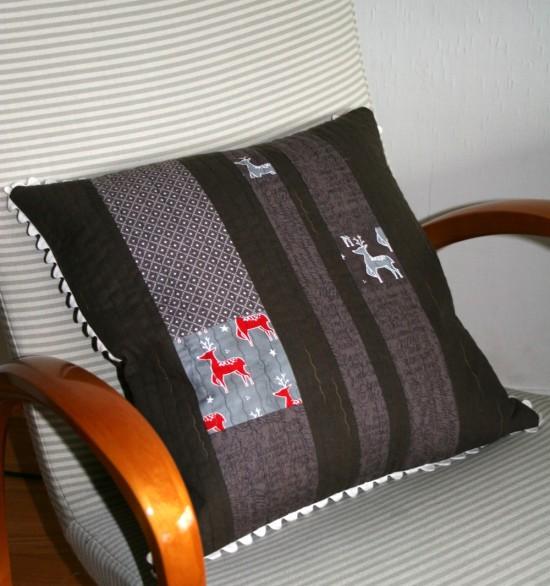 cushion made with JOL and moda mochi linen