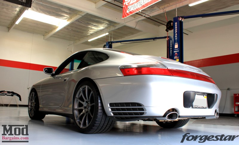 porsche-996-carrera-4s-on-gm-forgestar-cf10-img013