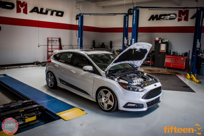 Ford_Focus_ST_2016_Mountune_MP275_Fifteen52_Tarmac_Silver (1)