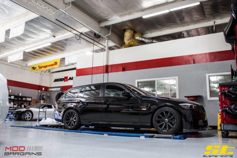 BMW_E91_328i_666_Blackout (1)