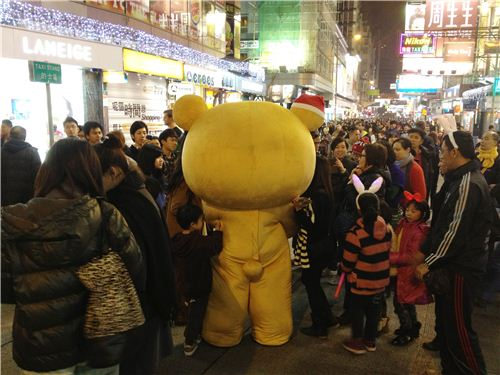 The lazy bear was the superstar on Christmas Eve in Hong Kongs popular shopping district