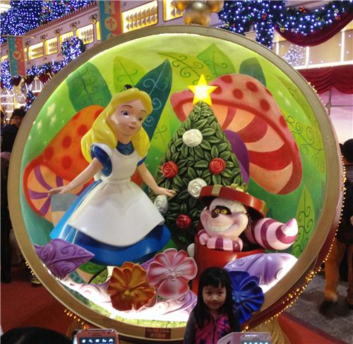 Alice and Cheshire cat with a Christmas tree