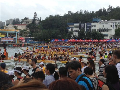 The dragon boats raced right to the beach
