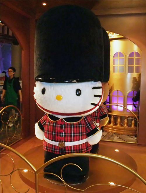 Hello Kitty as London guard