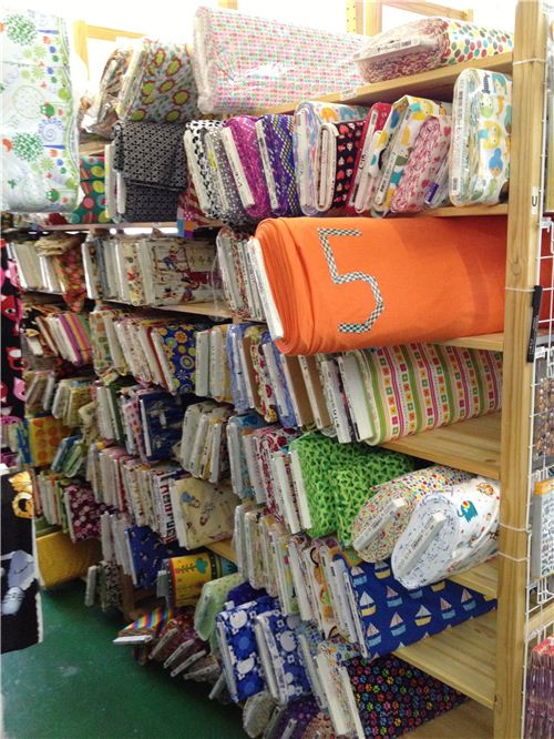 Already five rows of shelves are completely filled with fabrics