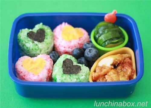 Super cute heart-shaped Onigiri spotted on the Blog Lunch in a Box