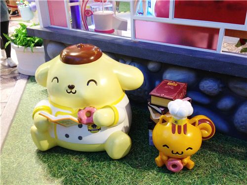 Popm Pom Purin and squirrel are just relaxing