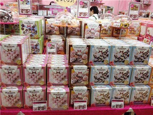 Kawaii sets to make macaroons, pies and cookies