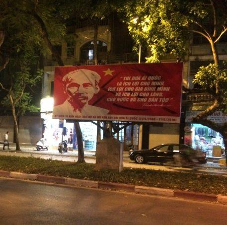 Ho Chi Minh Plakat in Hanoi - Propaganda bis heute?