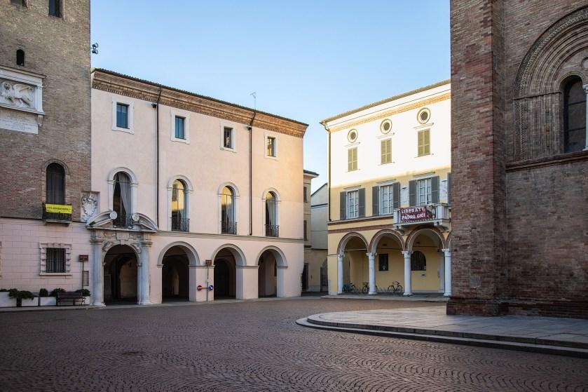 Piazza del Duomo a Crema, luogo in cui Alessandra ha voluto ambientare il suo ritratto per Donne di Crema.