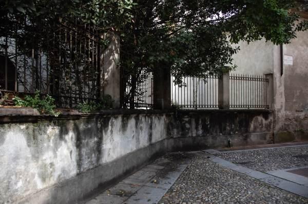 """Uno scorcio della Piazza Premoli a Crema (Cr), il luogo scelto per ambientare il ritratto di Michela per il progetto """"Donne di Crema"""" (C)Monica Monimix Antonelli"""