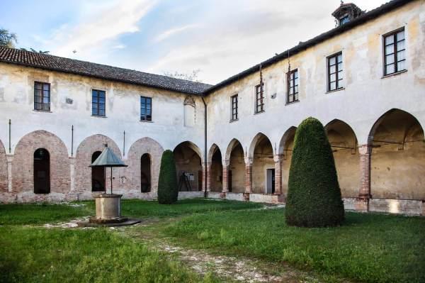 """Il Centro Culturale S. Agostino a Crema (Cr), il luogo scelto da Eleonora per ambientare il suo ritratto per il progetto """"Donne di Crema"""" (C)Monica Monimix Antonelli"""