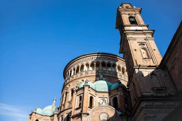 """La Basilica di Santa Maria della Croce, il luogo scelto da Cristina per ambientare il suo ritratto per il progetto """"Donne di Crema"""" (C)Monica Monimix Antonelli"""
