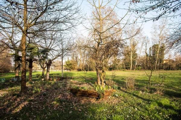 """Il giardino """"segreto"""" di Liliana, a due passi da Crema (Cr) il luogo scelto da Francesca per il suo ritratto per il progetto """"Donne di Crema"""" (C)Monica Monimix Antonelli"""