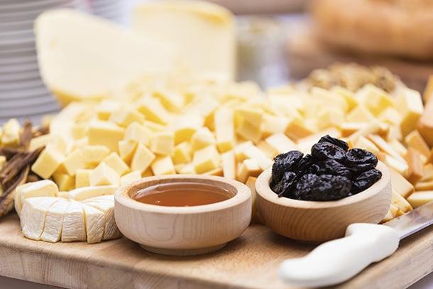 como-servir-queijos-a-mesa