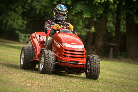 Honda Vtrpowered Lawn Mower Claims 133mph Top Speed