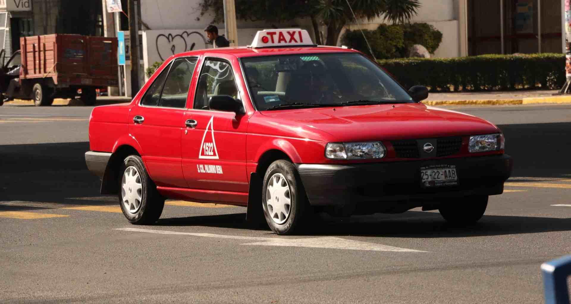 tsuru taxi
