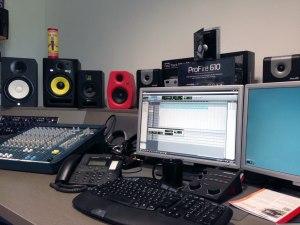 Yamaha-HS8-im-Studio-antestbereit