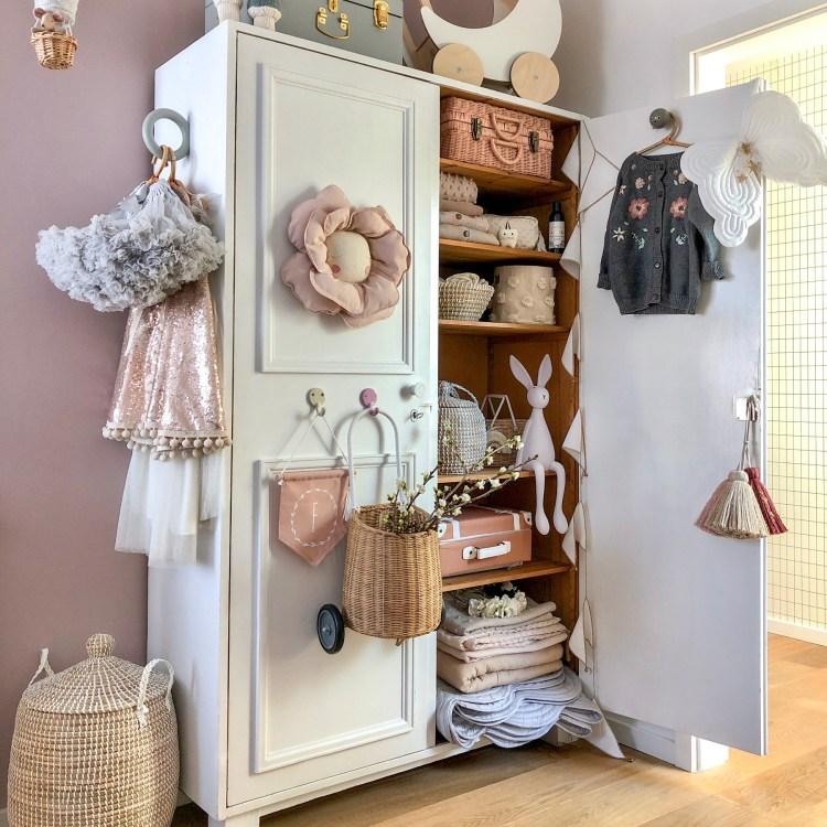 Fantasyroom Blog: Die schönsten Instagram Kinderzimmer - Mädchenzimmer in Naturtönen mit Kleiderschrank