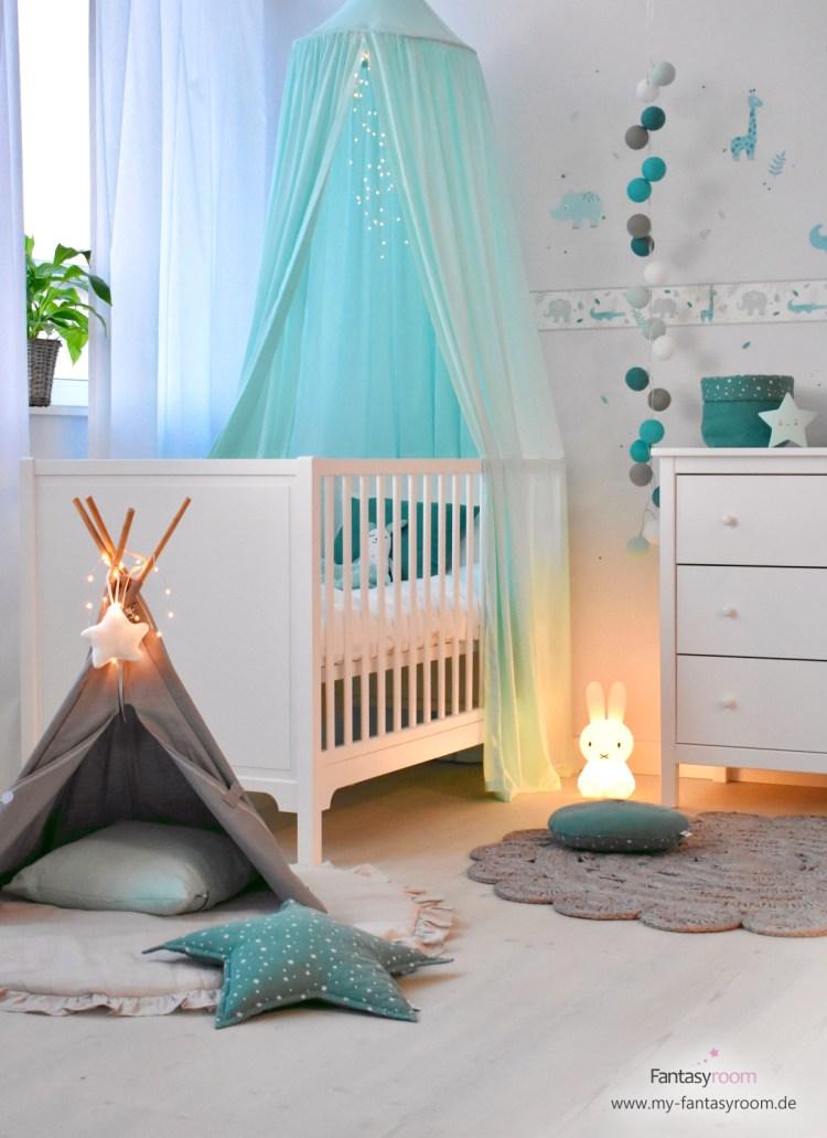 Babyzimmer mit Safaritieren in Mint und Grau
