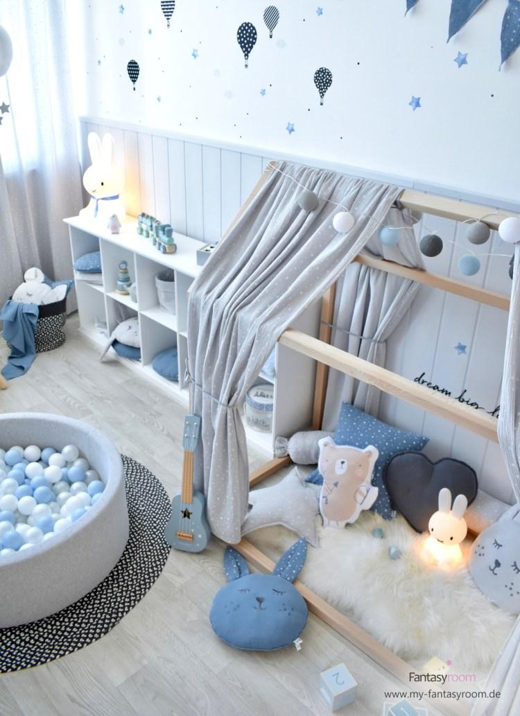 Hausbett mit Musselin Stoffhimmel in Grau von Dinki Balloon