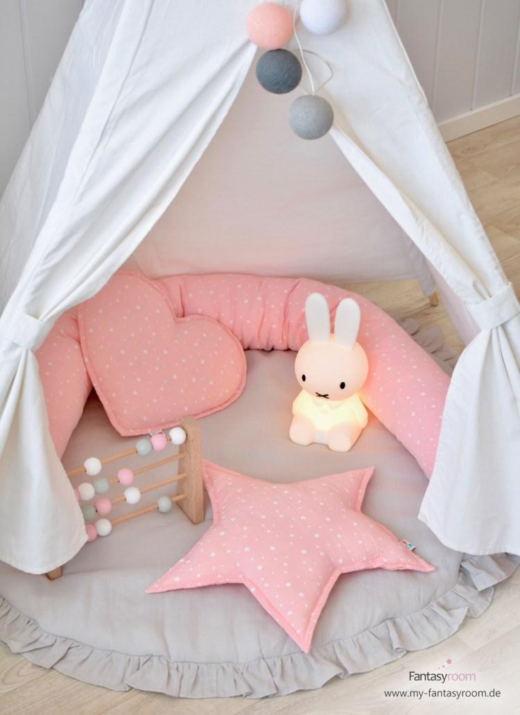 Kuscheliges Tipizelt für Mädchen mit Spielmatte und kuscheligen Musselin Kissen in Rosa