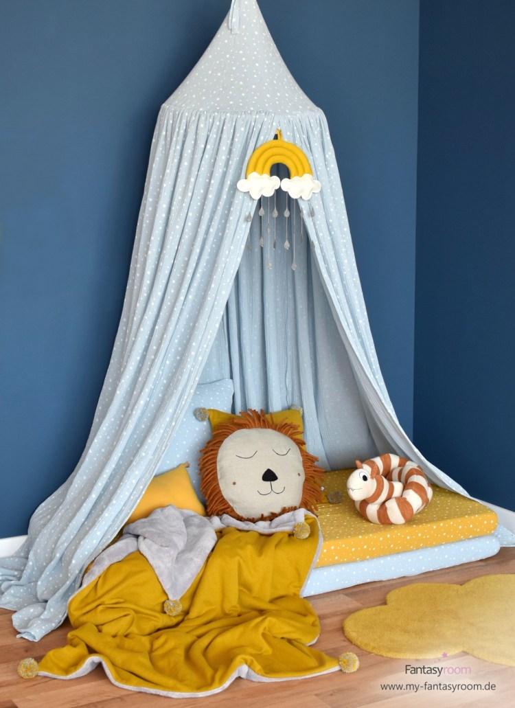 Kuschelecke Mit Babymatratzen, bunten Spannbettlaken, Kissen und Decken