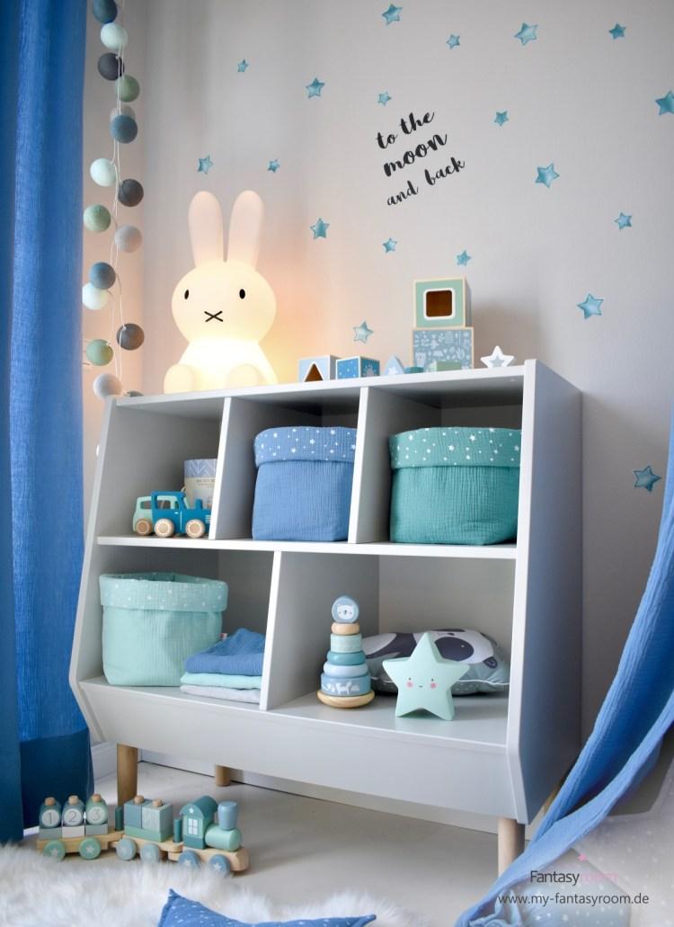 Spielzimmer in Blau und Jade mit Dinki Balloon Wandsticker 'Sterne' und Musselin Textilien