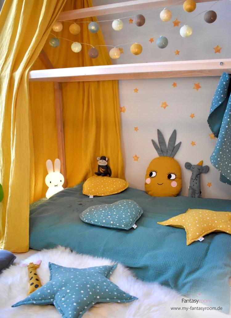 Kissen im Hausbett im Tropic-Look in Senfgelb und Jade