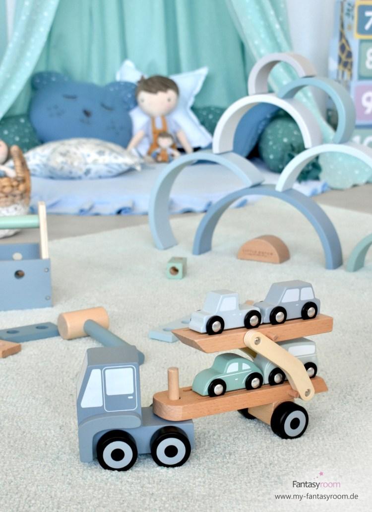 Holzlaster in Blau und Mint mit beweglicher Ladefläche und Holzautos