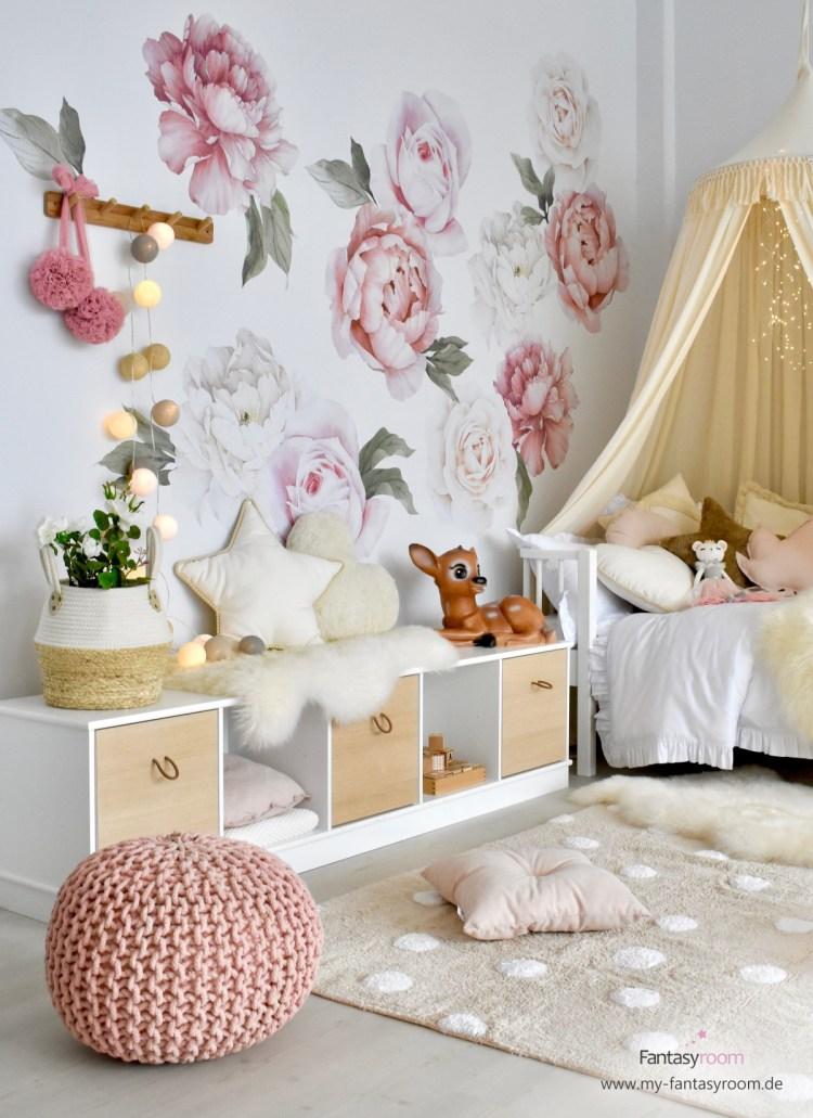 Mädchenzimmer mit exklusiven Wandtattoos aus Australien 'Pfingstrosen' in Altrosa & Creme