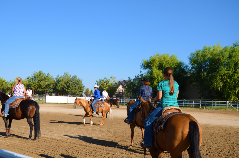 More riders in the arena