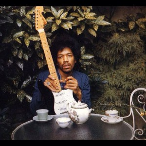 "L'une des photos prises lors de la dernière séance de Jimi. ""Now there's a look in your eyes, like black holes in the sky""."