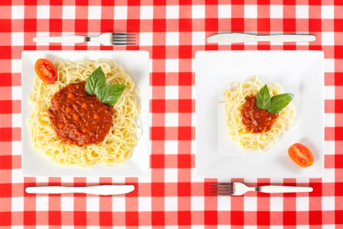 Small and big pasta dishes - portion size concept