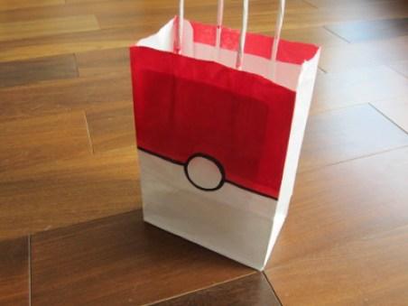 Offrez des pochettes surprises Pokeball originales à l'anniversaire Pokemon de votre enfant