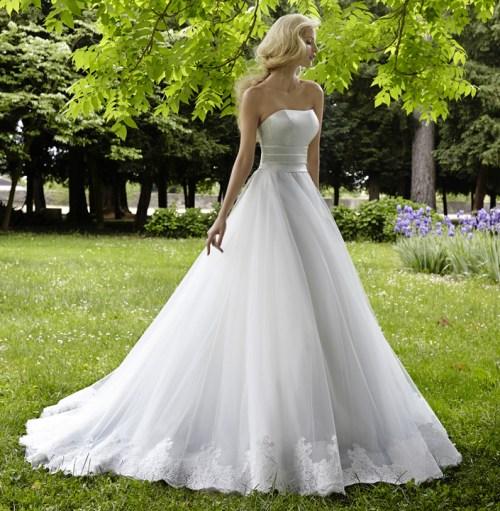 Robe de mariée longue à décolleté demi coeur