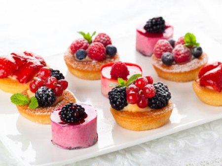 dessert de diner gastronomique en petites mignardises