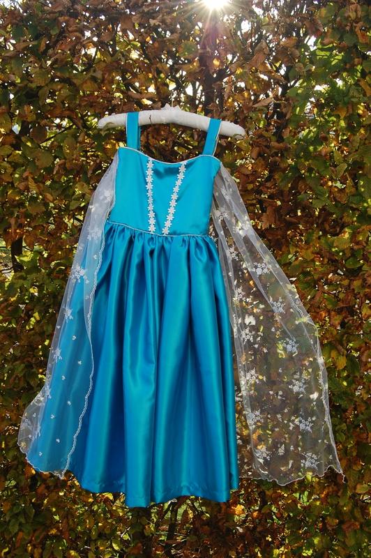 Robe Reine des Neiges confectionnée sur mesure par Sur un air de Mi