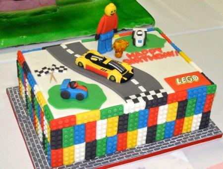 Gateau d'anniversaire lego city multicolore