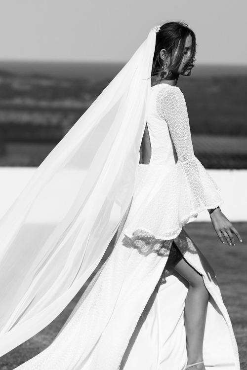 Robe de mariée à manches évasées