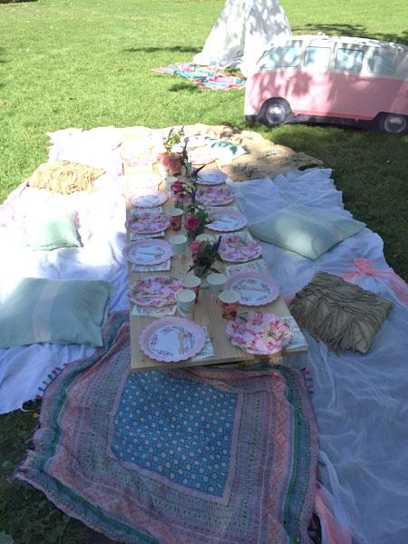 Belle table d'anniversaire boho pour un goûter d'anniersaire de fille