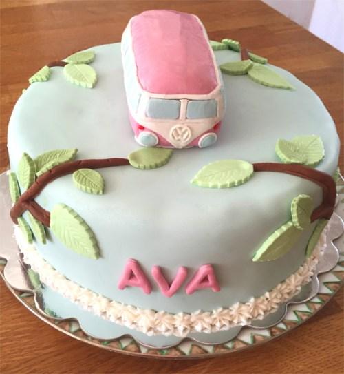 Beau gâteau d'anniversaire boho chic pour un anniversaire d'enfants