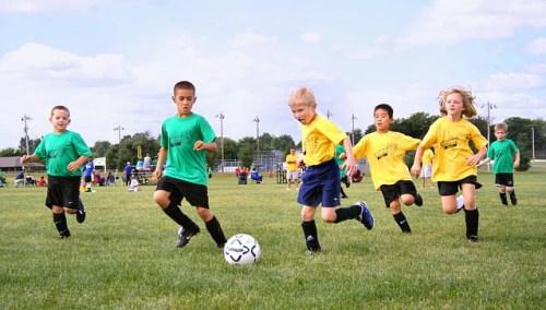 Comment trouver les bonnes idées de cadeaux poour de jeunes garçons fans de foot