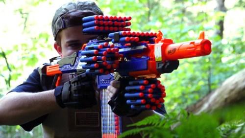 Le pistolet Nerf, la bonne idée cadeau de Noël pour un garçon de 7 à 9 ans